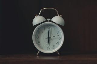 White-ring-bill-alarm-clock-2277923